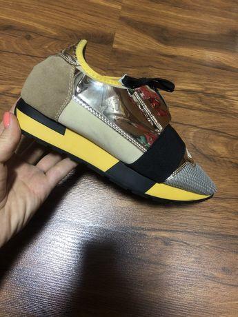 Продам стильные кроссовки Balenciaga