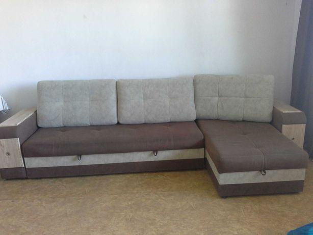 Угловой диван. Коричневый/бежевый