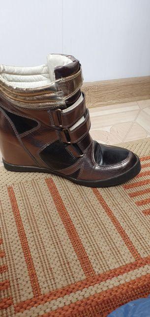 Подам осенние ботиночки 39 размер