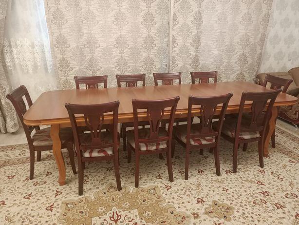 Продаю стол со стульями