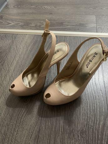 Vand pantofi marimea 35