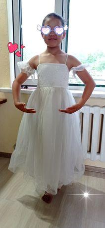 Продам 3 нарядное платье для девочки  6-9лет