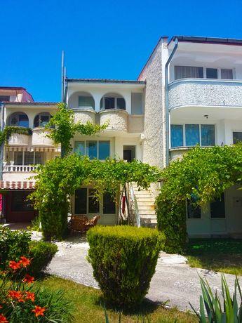 Villa Silvia вила в затворен комплекс Оазис
