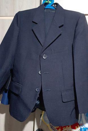 Школьный костюм - четверка с двумя брюками. Новый!!!