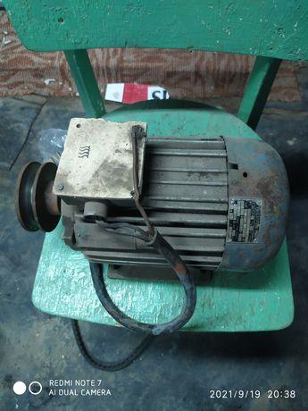 Продавам два електромотора