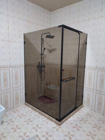 Душевые кабины, стеклянные перегородки, фацеты, зеркало,стеклянный душ
