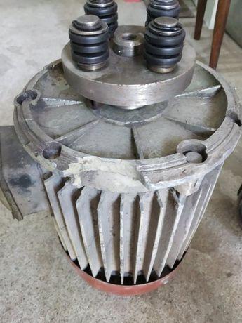 Електромотор трифазен фланцов.