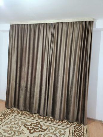 Шторы ақ тюльімен коричневый и бирюзовый цвет.