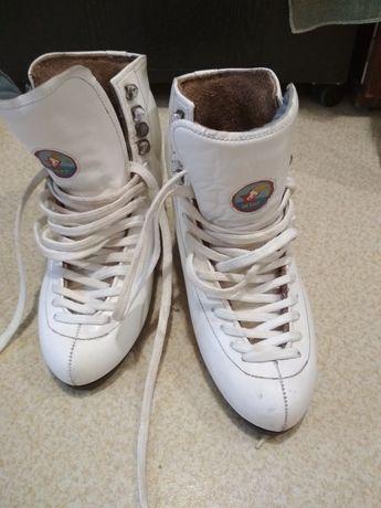 Продам коньки (ботинки)