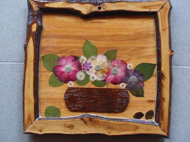 obiect decorativ: tablou cu flori presate