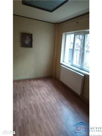 Obcini apartament 4 camere decomandat (4C-763)