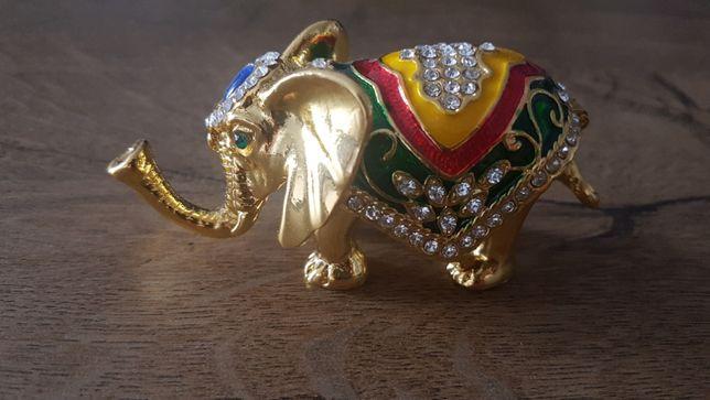 Vand elefant decorat in stil arabic