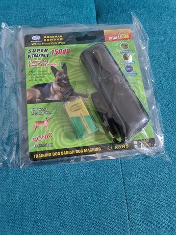 Dispozitiv,aparat anti caini  cu ultrasunete și lumina stroboscop