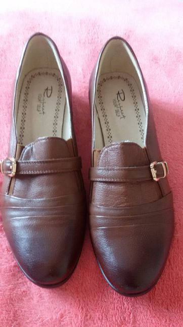 Новые кожаные туфли, сапоги