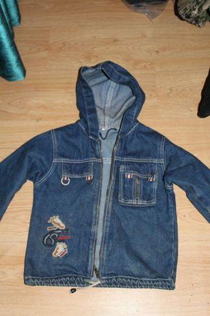Джинсовую куртку-ветровку
