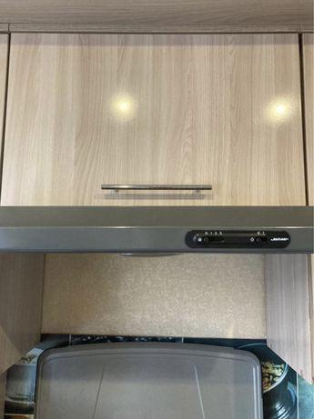 Угловой кухонный гарнитур с техникой частично
