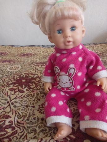 Продам куклу левая рука пищит