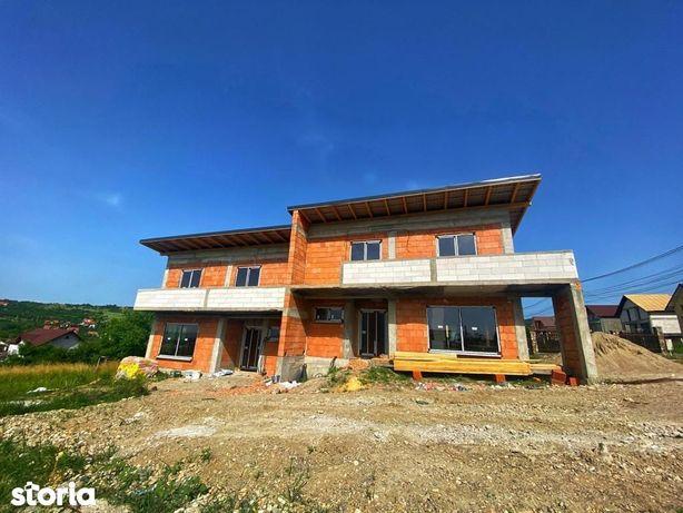Casa duplex in zona Sarmas