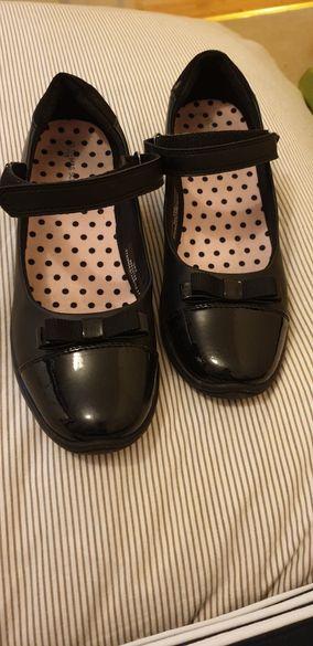M&S обувки
