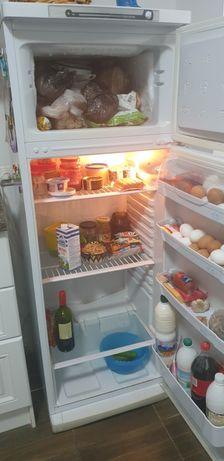 Холодильник indesit б/у в хорошем рабочем состоянии. Самовывоз. Торг..