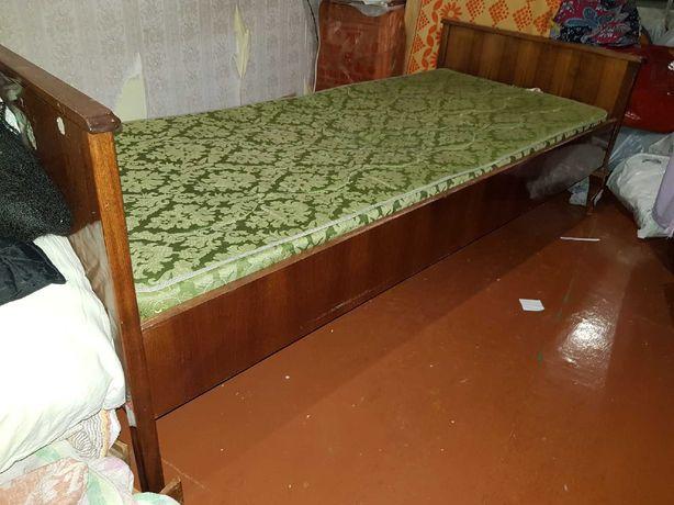 Кровать деревянная полированная