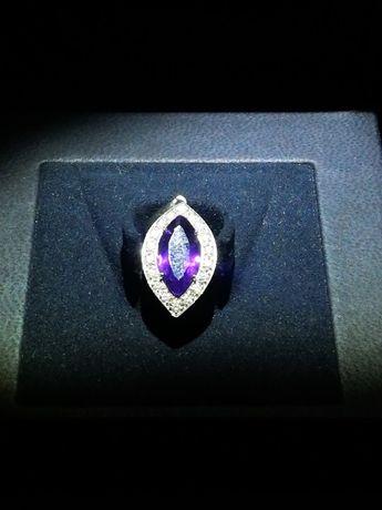 Продавам златна висулка/медальон с аметист и диаманти