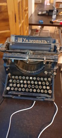 Vand masina de scris veche de colecție Rusească