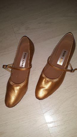 Vand pantofi dans standard 39