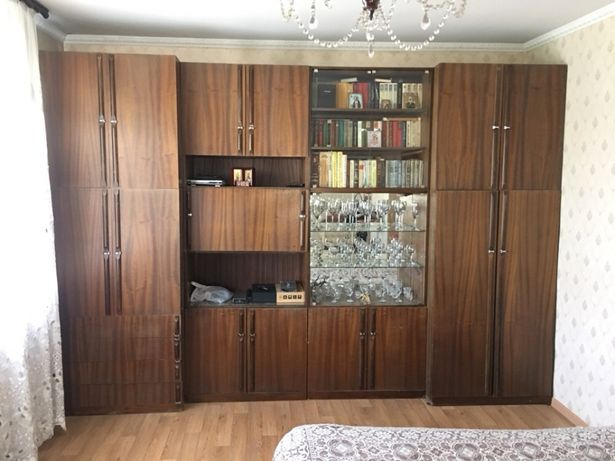 Срочно продам стенку из натурального дерева