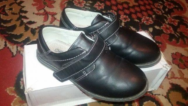 Продам туфли на мальчика 29р