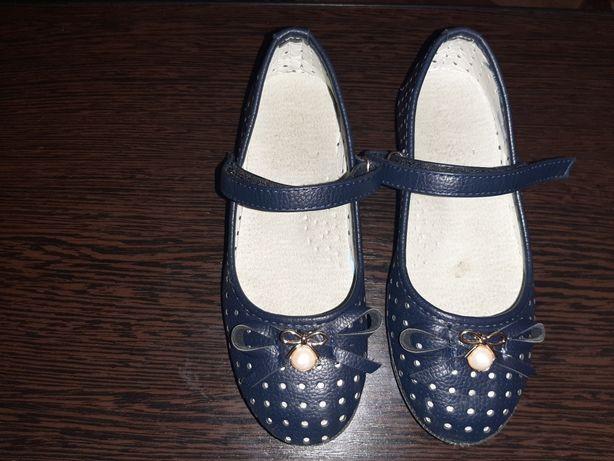 Продам туфельки детские 28 р по стельке 18.5
