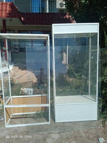 Продам витрины с полками