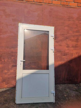Продам дверь пластиковою