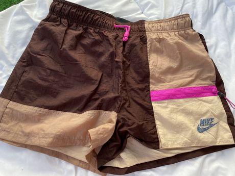 Nike оригинални дамски къси панталонки М размер