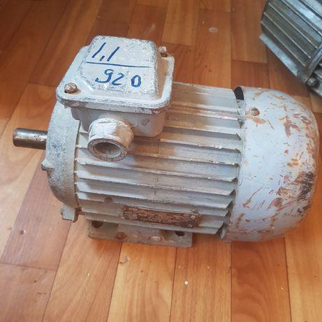 Электродвигатель и электрогидротолкатель