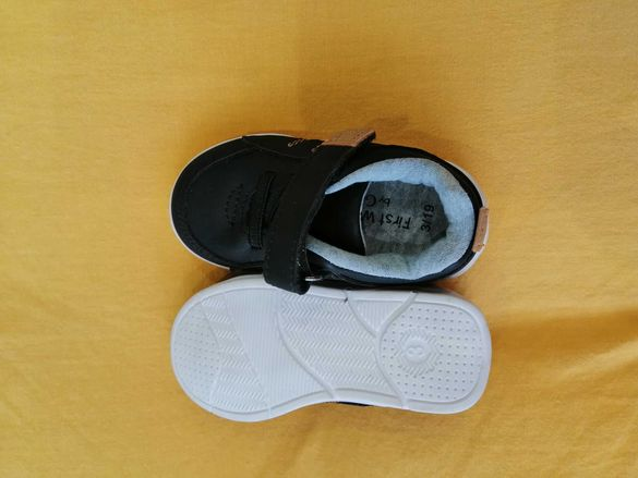 Бебешки спортни обувчици за момче George