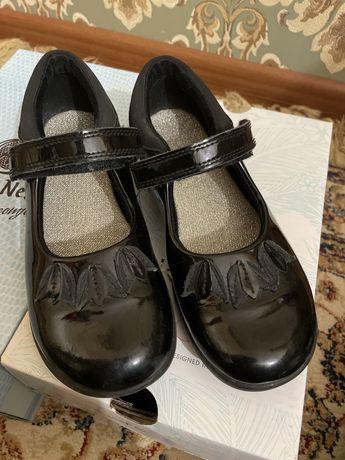 Туфли из натуральной лаковой кожи clarks