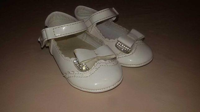 Vand pantofiori si cizmulite fetite