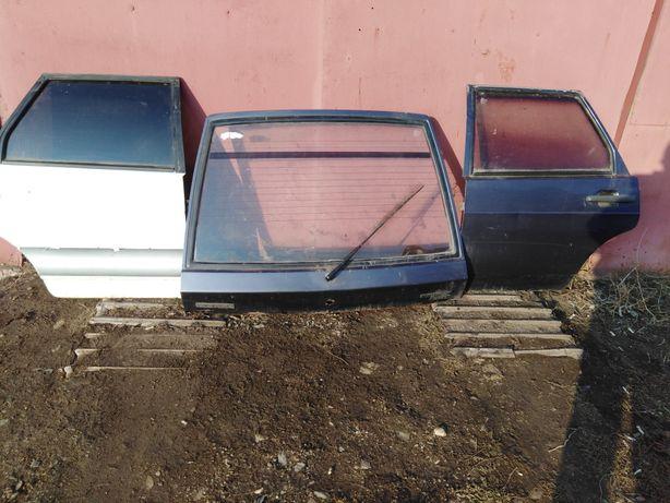 Двери задние правая и левая и крышка багажника на 2109