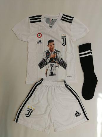 Echipament-compleu fotbal Juventus model nou 2020 +BONUS