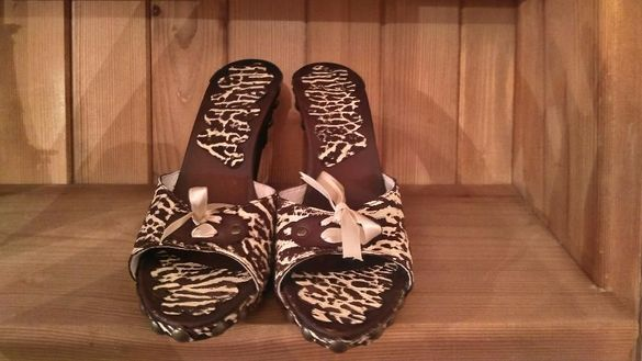 летни обувки с тигрови шарки