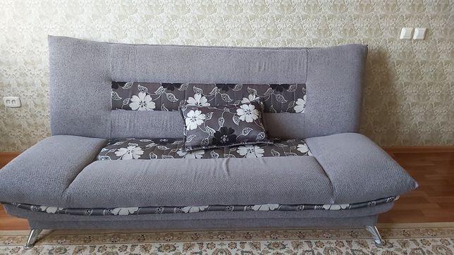 Продается диван с 2 креслами