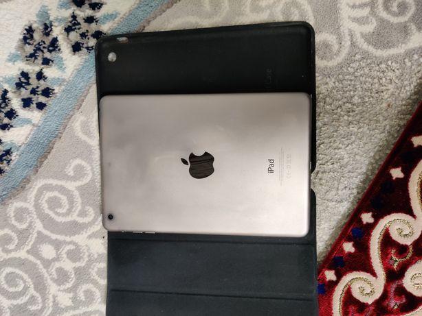 Продается компьютерный планшет I Pad в отличном качестве чехол в подар