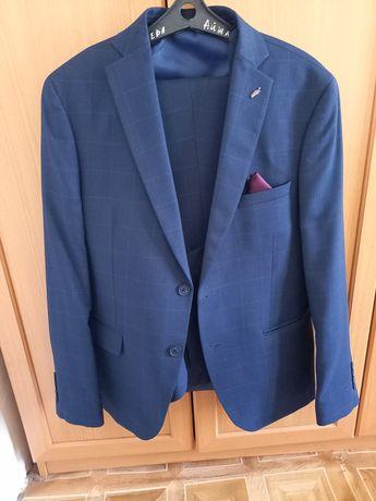 Мужской костюм тройка, цвет тёмный синий, одевал один раз