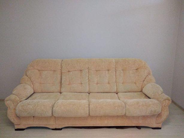 Диван и два кресла. Мягкая мебель.