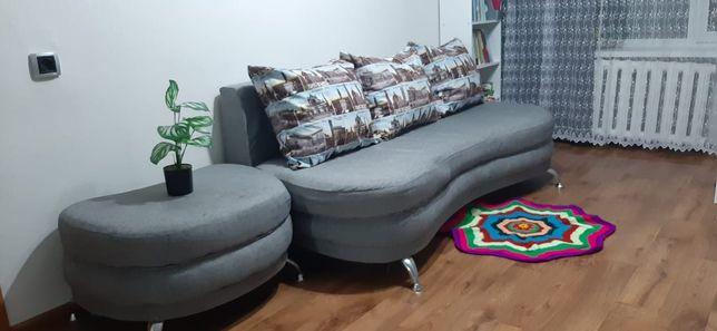 Продам диван с пуфиком.