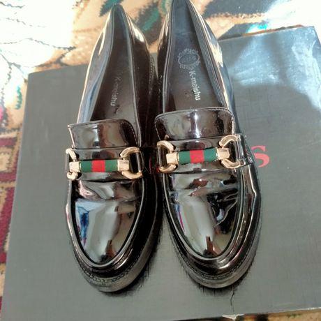 Лакированная обувь женская