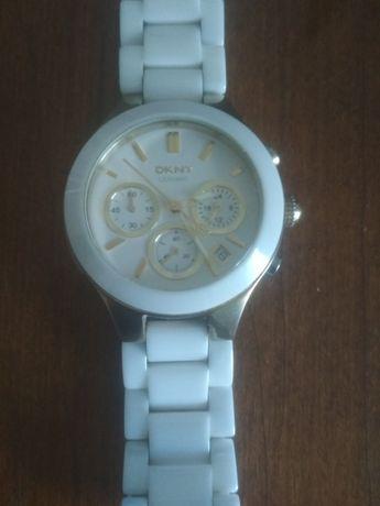 Продам женские наручные часы оригинал