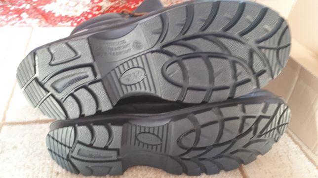 Продам спец обувь летнию и зимнию ботинки
