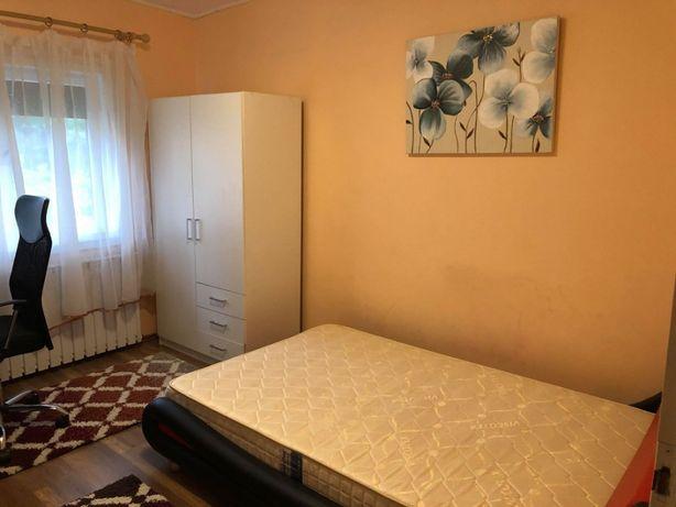 Inchiriez o camera in apartament cu 3 camere, central, complet utilat